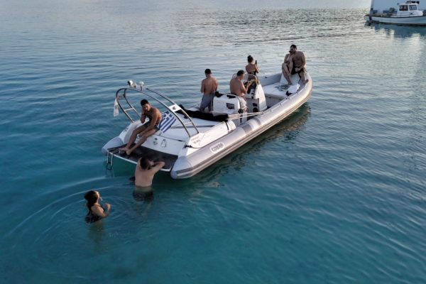 Mykonos Private Boat for rent - Don Blue Yachting - EPHYMOS Cobra 8.50 Nautique